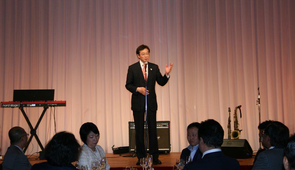 テーラー井場100周年で祝辞を述べる久元喜造神戸市長